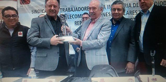 """""""Reconoce stirtt 44 años de servicio a Leoncio Peregrina"""""""